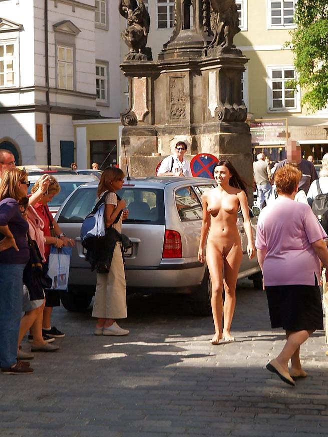 порно на улице праги