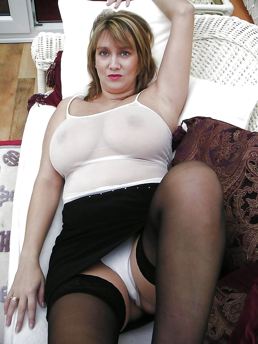Женщина бальзаковского возраста в белых трусах с большими сиськами, порно кадры холли берри