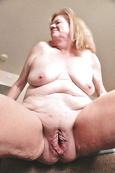 Трахает очень толстую в вагину подходящих условиях