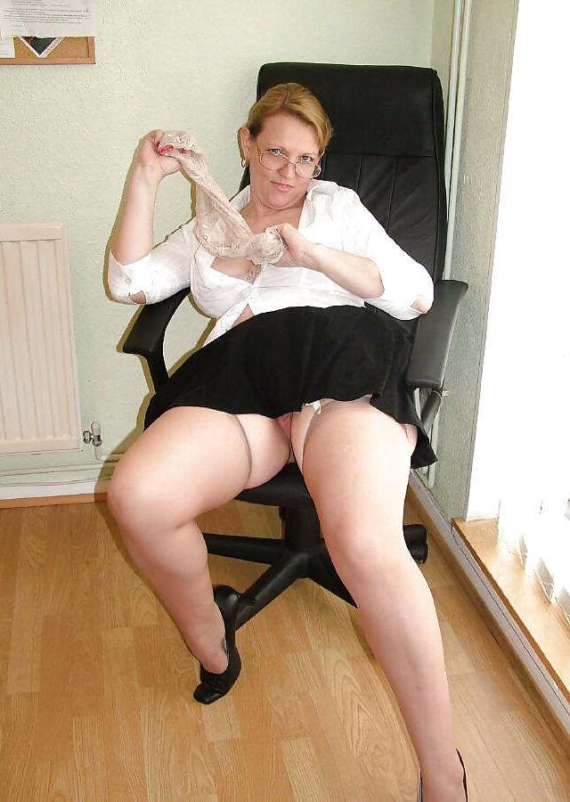 Порно фото пышных женщин в юбках