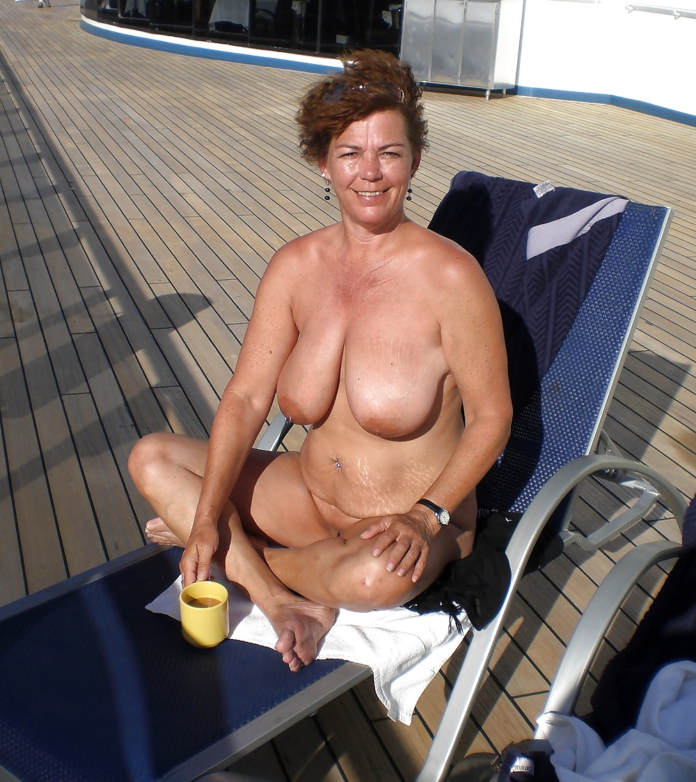 middle-aged-milf-nudist-rickys-video-camera-in-american-beauty