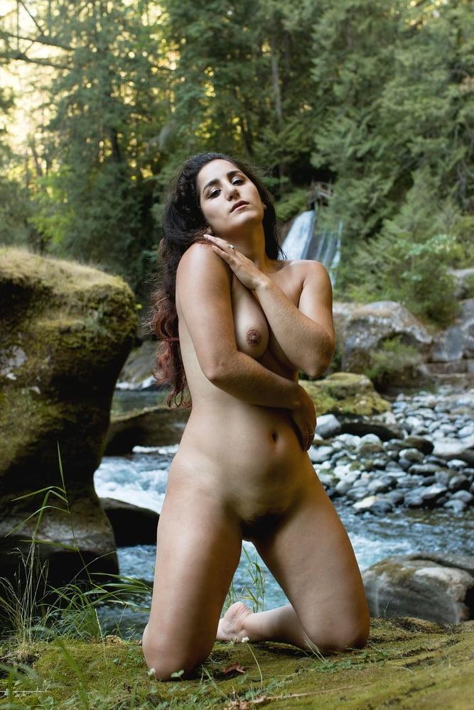 Hiking naked! - 38 Pics