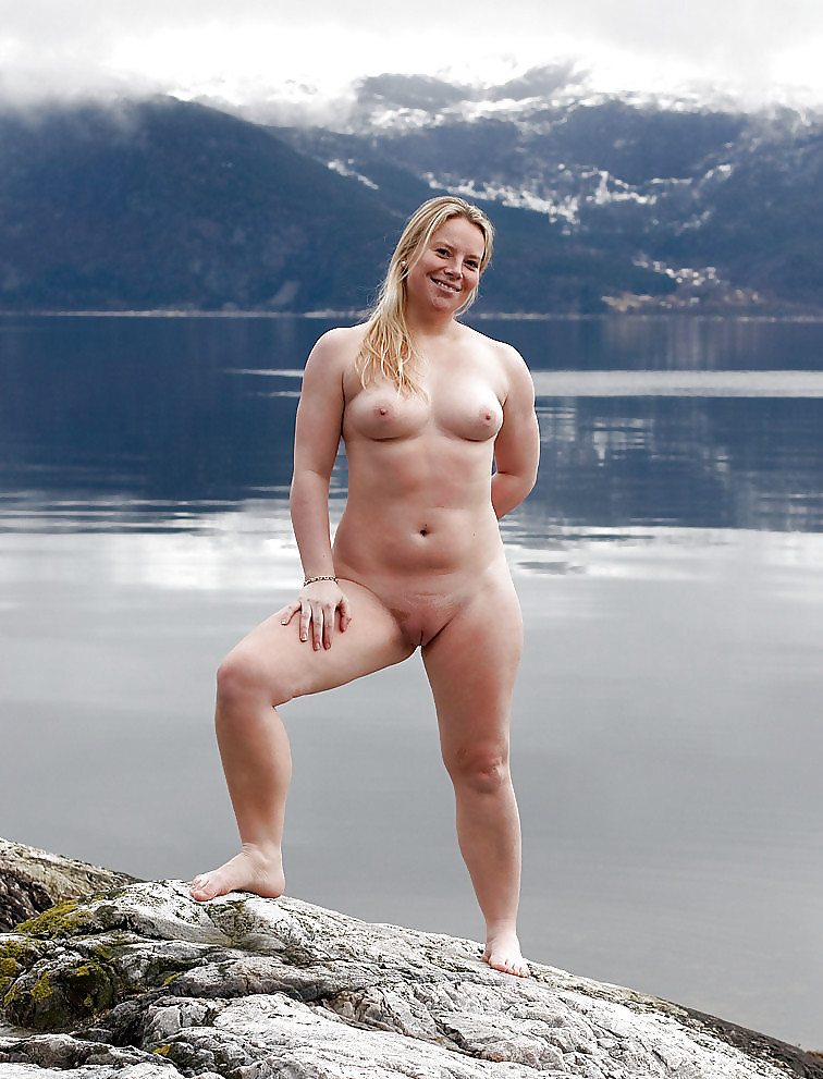 Ashley graham flaunts her curvy assets in red bikini