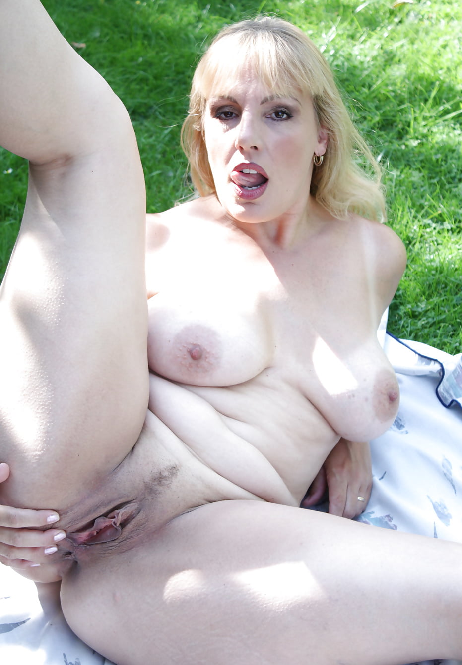 danielle-t-nude-amateur-swedish-girls