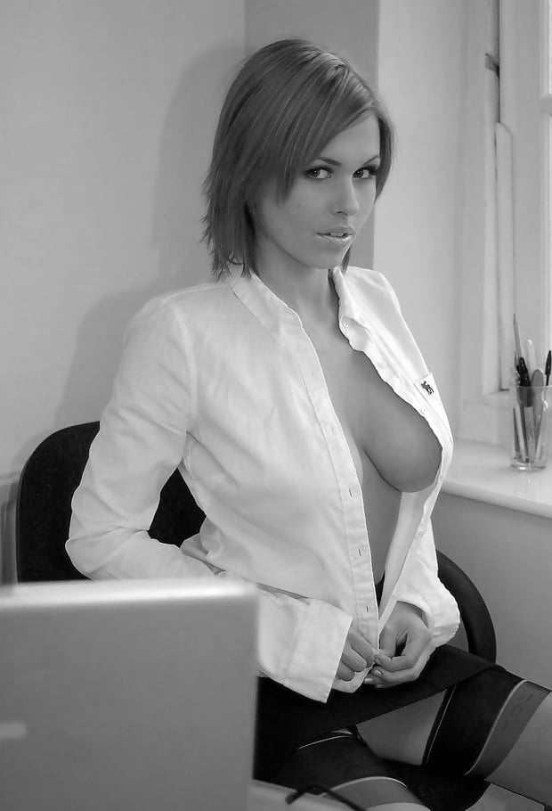 Порно с большим вырезом на блузке, секс игрушки и машины онлайн