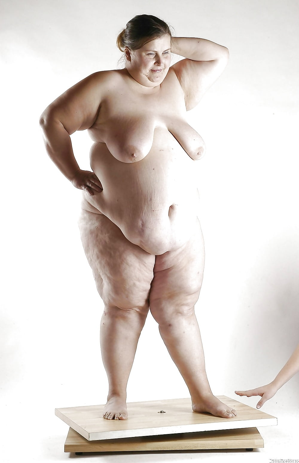 Obese naked girl — pic 12