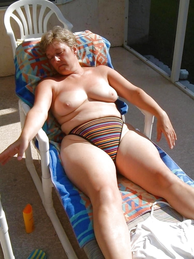 Flattering swimsuits for big bellies