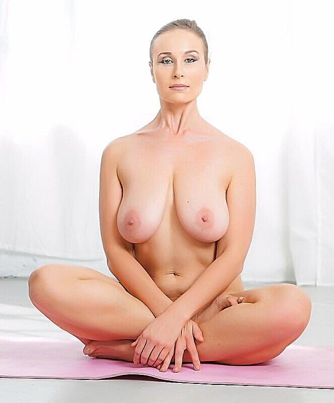 Yoga Big Tits Pics