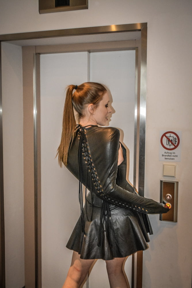 Spanking hobble skirt in black leather