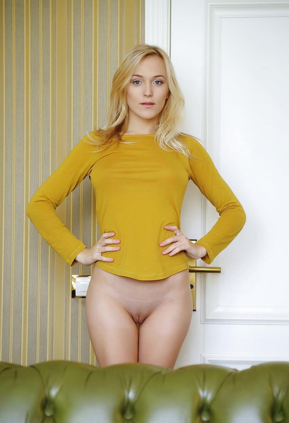 Девушка в желтой рубашке порно, наталью пустынину порно