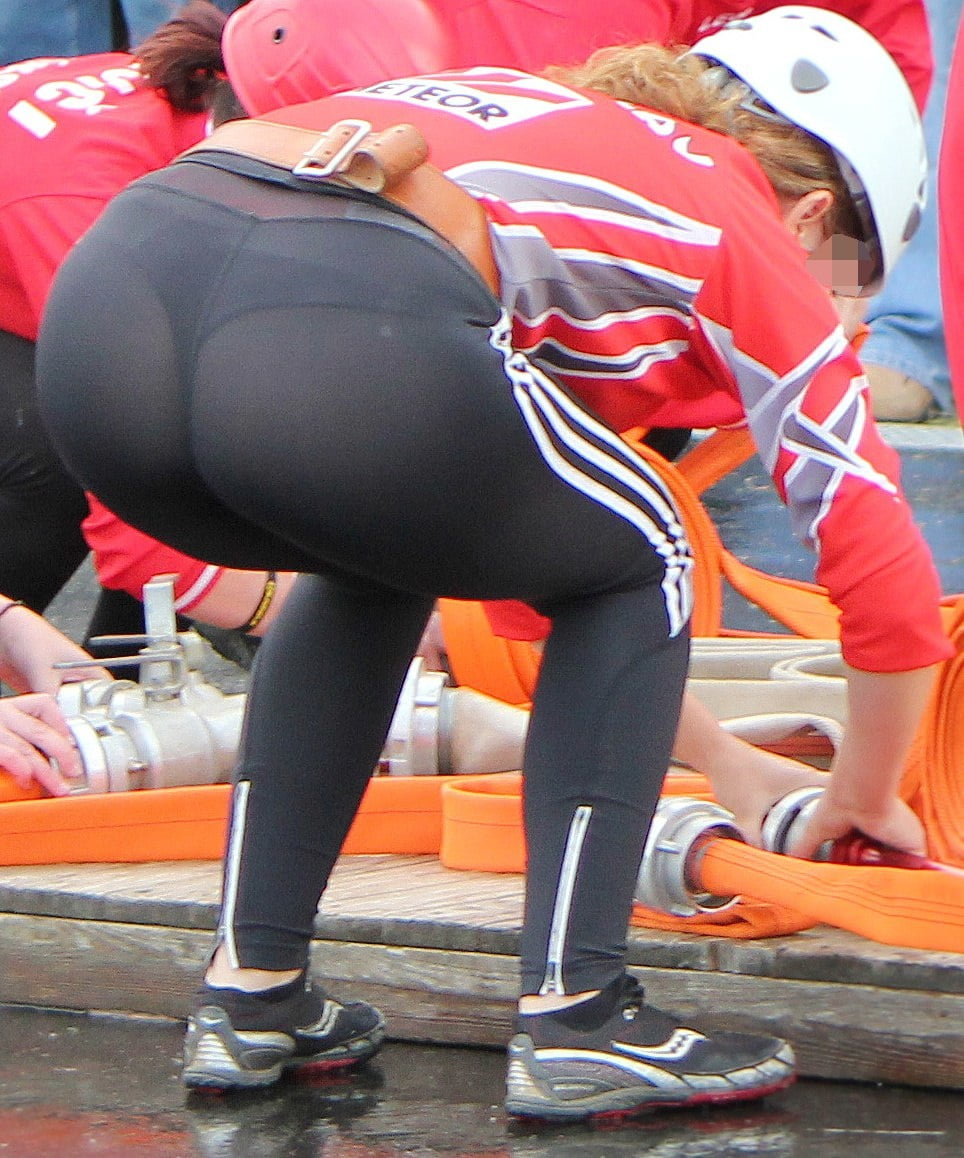 see-your-pussy-through-yoga-pants