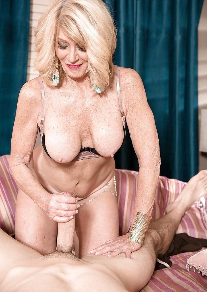 mature-women-riding-hard-dicks-hot-girl-posing-spread-eagle-nude