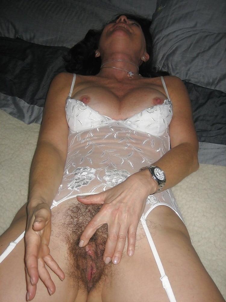 разноцветные жена в сперме и кэтсьюите подготовки анальному сексу