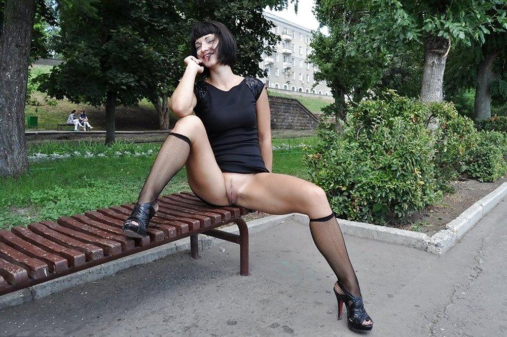 dami-zadirayut-nozhki