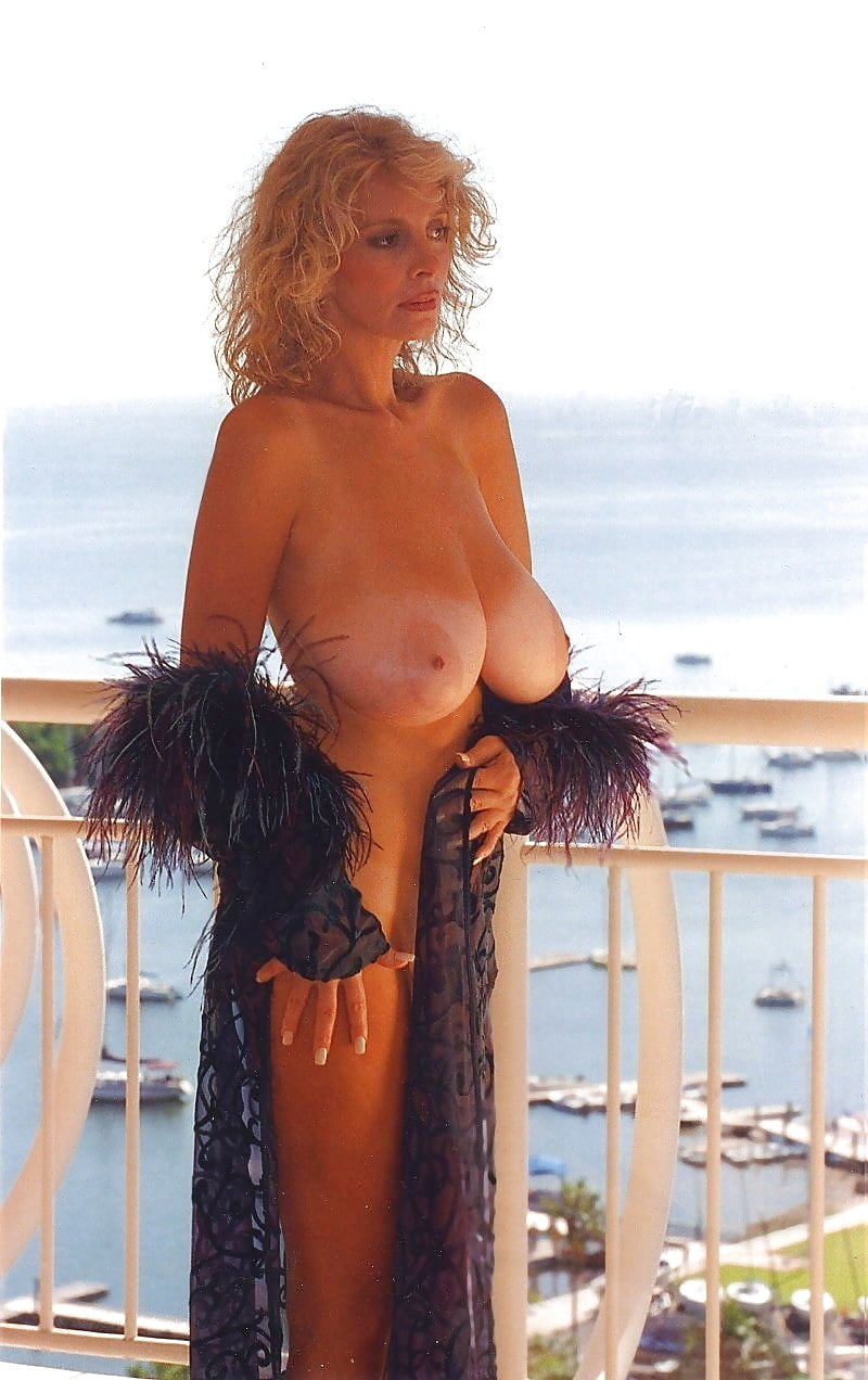 Big breasted nude mature women-5483