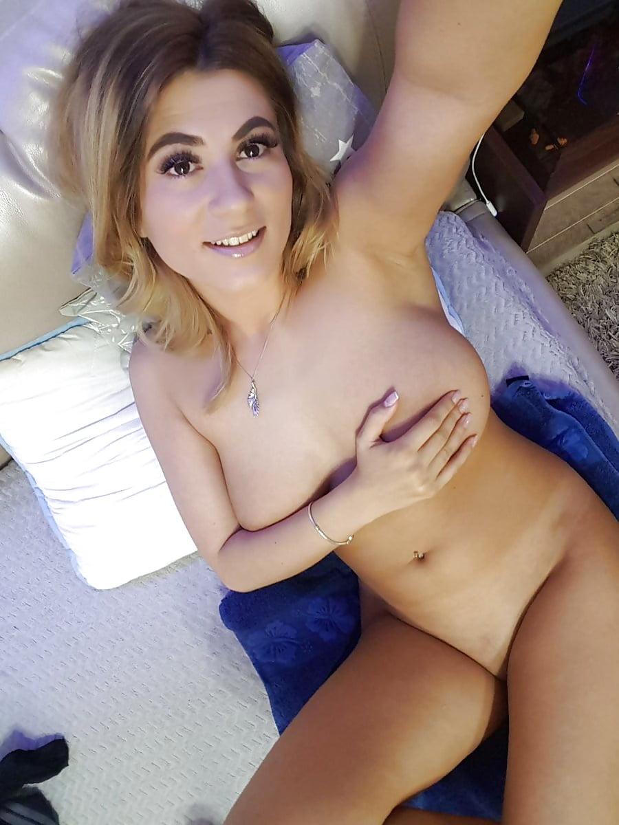 Girls Nurse Naked Selfie - 15 Pics - Xhamstercom