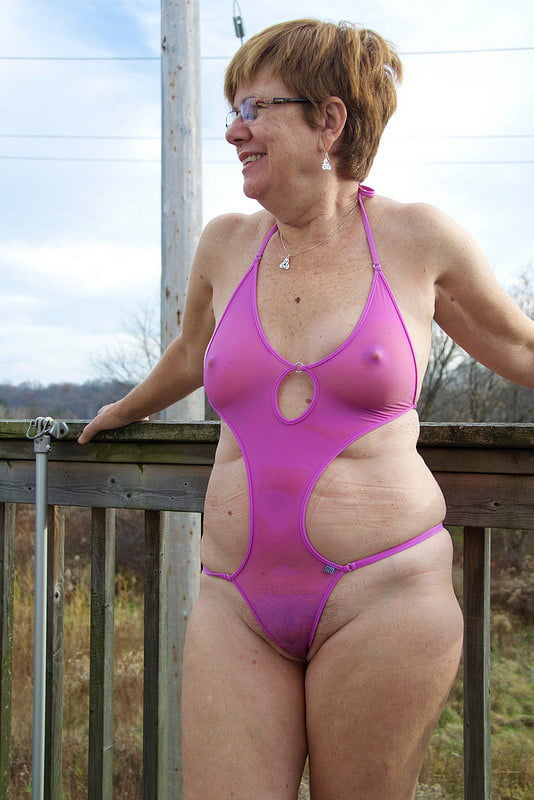Grannies in sexy bikini 4