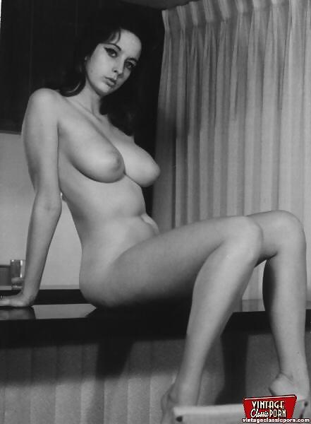 Hairy Italian Girl Nude