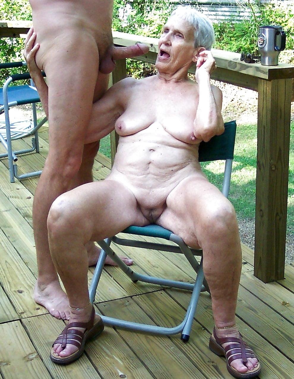sex-grandma-naked