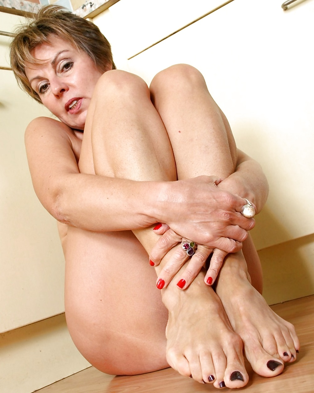 Видео ног зрелых женщин