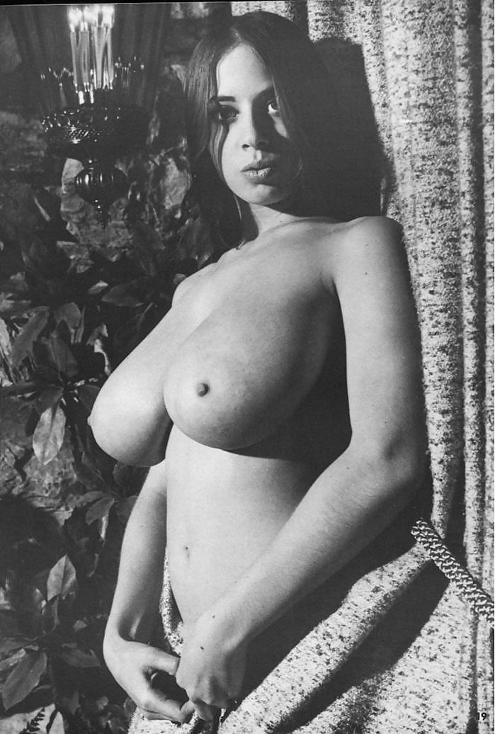 касается огромная грудь фото ретро нравится биться