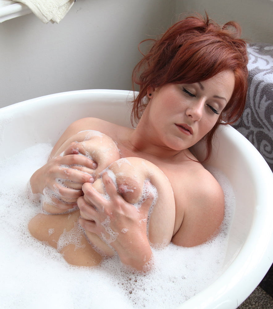 Redhead cutie with big tits and trimmed cooter alaina fox taking bath