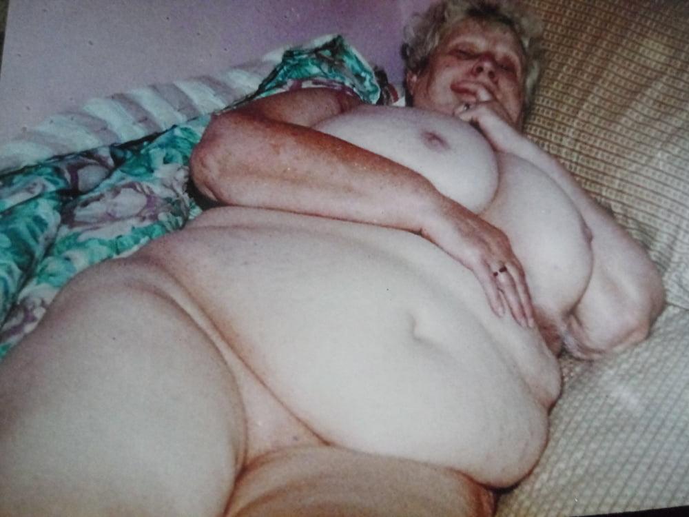Busty nude model pics