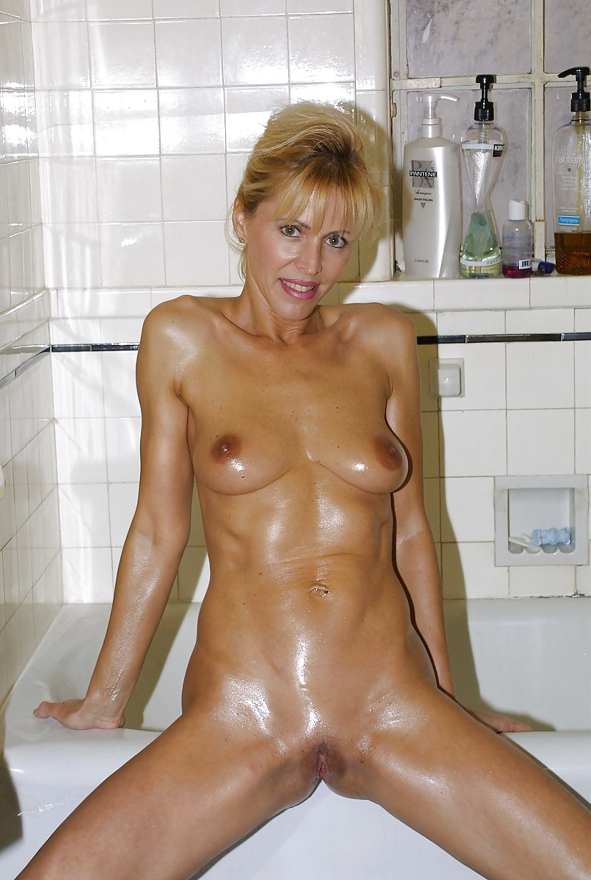 Full Frontal Cougars 2 - 24 Pics - Xhamstercom-2970