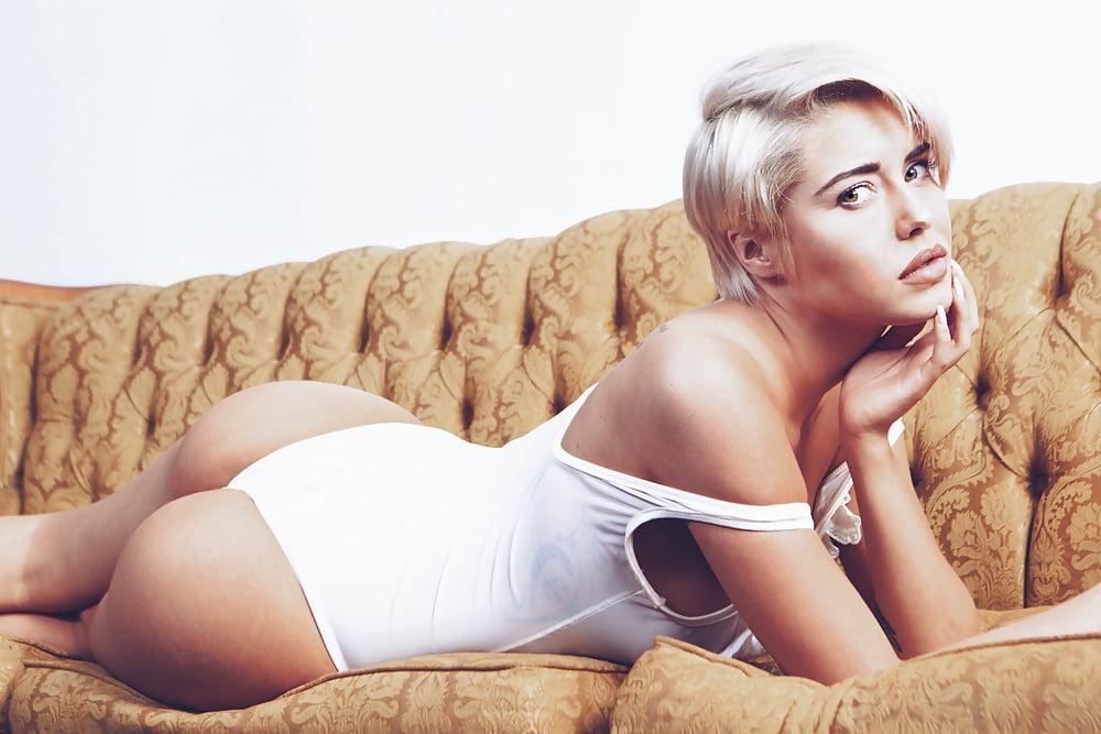Hottest Lesbian
