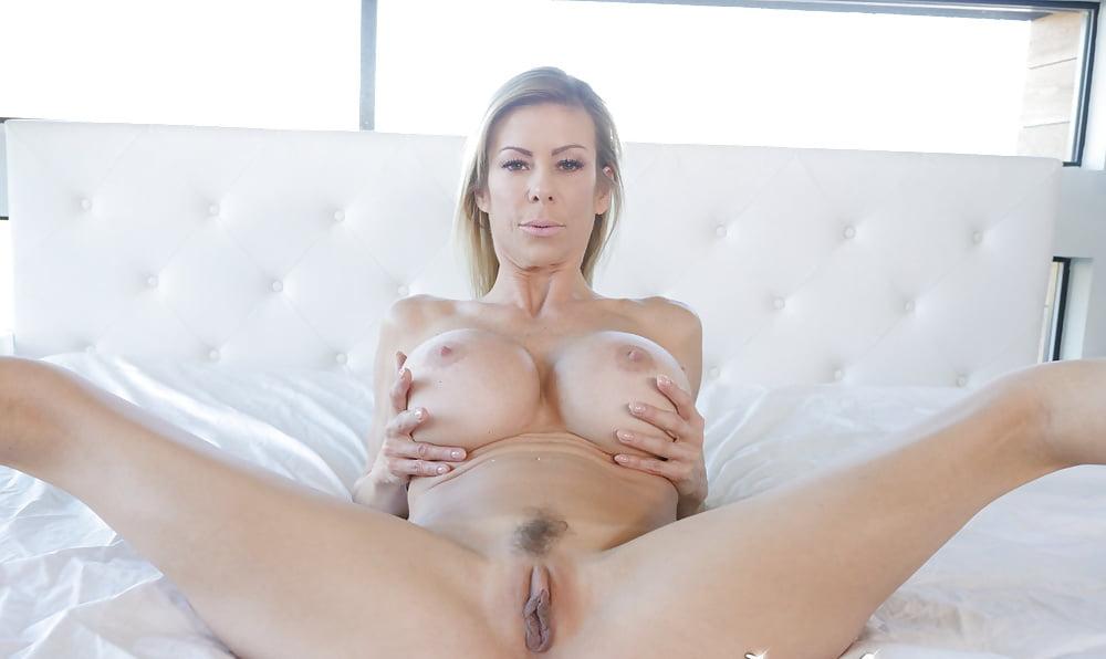Alexis Fawx 5