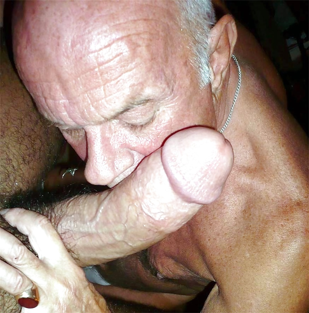 Hippie granny sucking grandpas cock without teeth