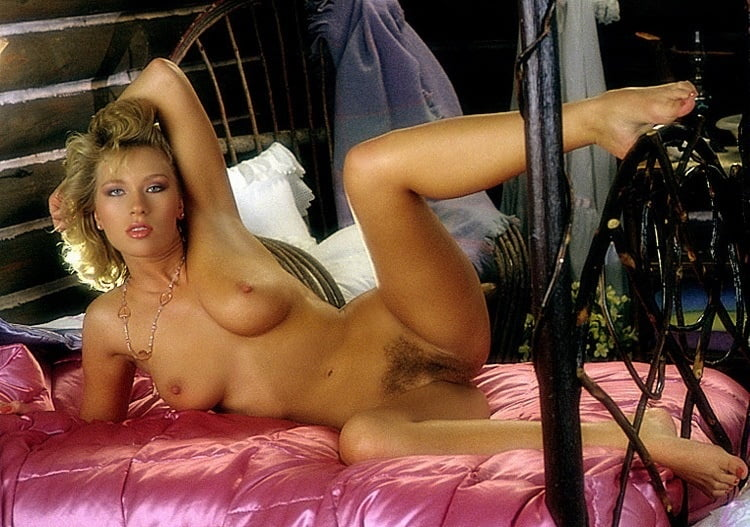 Julie Brown  nackt