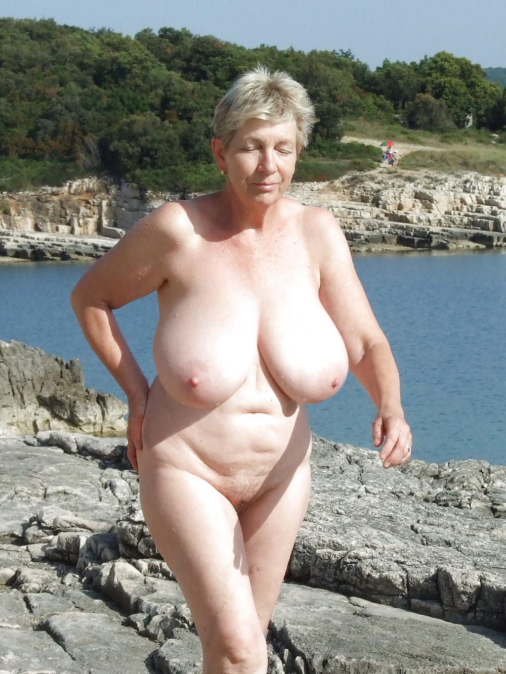 Topless Wanda Sykes Nude Png