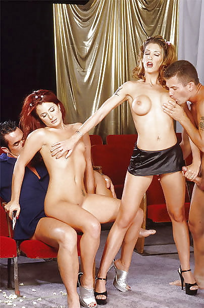 gruppovoe-razreshennie-porno-spektakli-krasivie-erotika-muzhchini