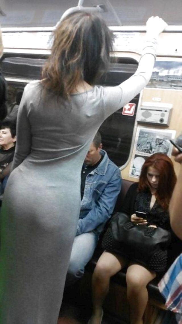 девушка прижала попкой в общественном транспорте попал верному адресу