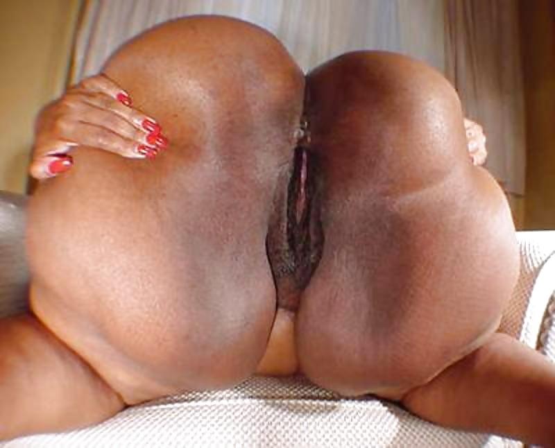 Curvy black bbws
