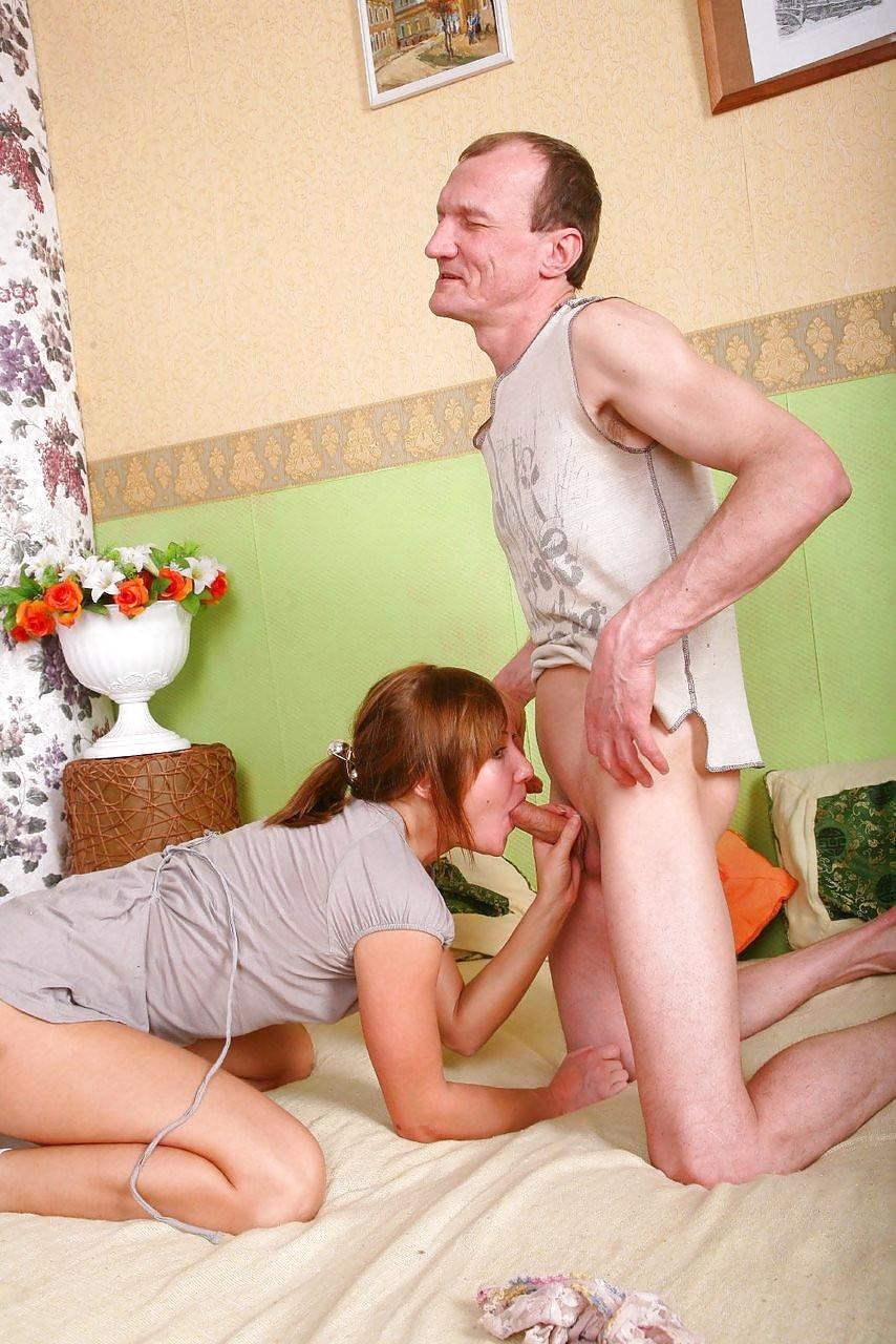 Секс молодой девушки со взрослым парнем — 1