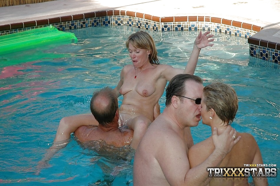 Real sluts fuck during a pool party
