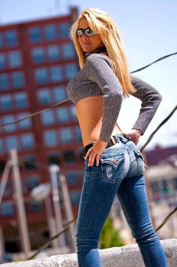 сексуальные девушки в джинсах в обтяжку