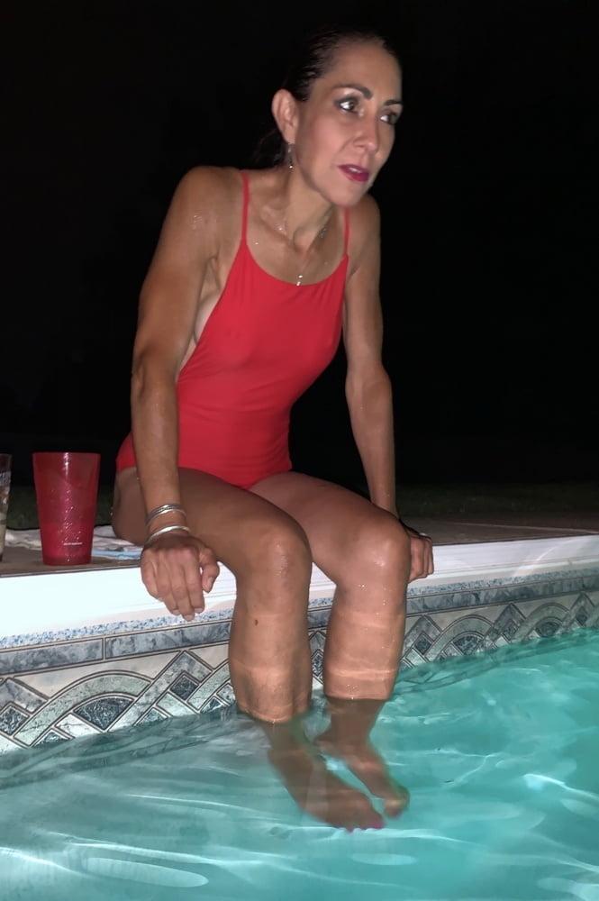 Matures at the pool 9 - 46 Pics
