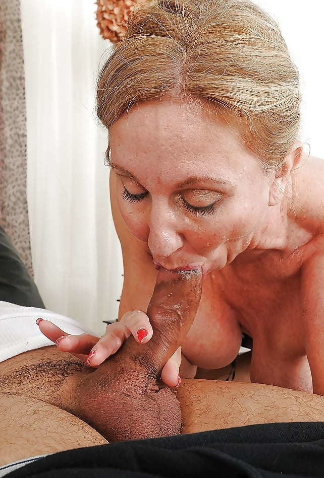 Mature mommy is sucking my dick deepthroat while nobody is