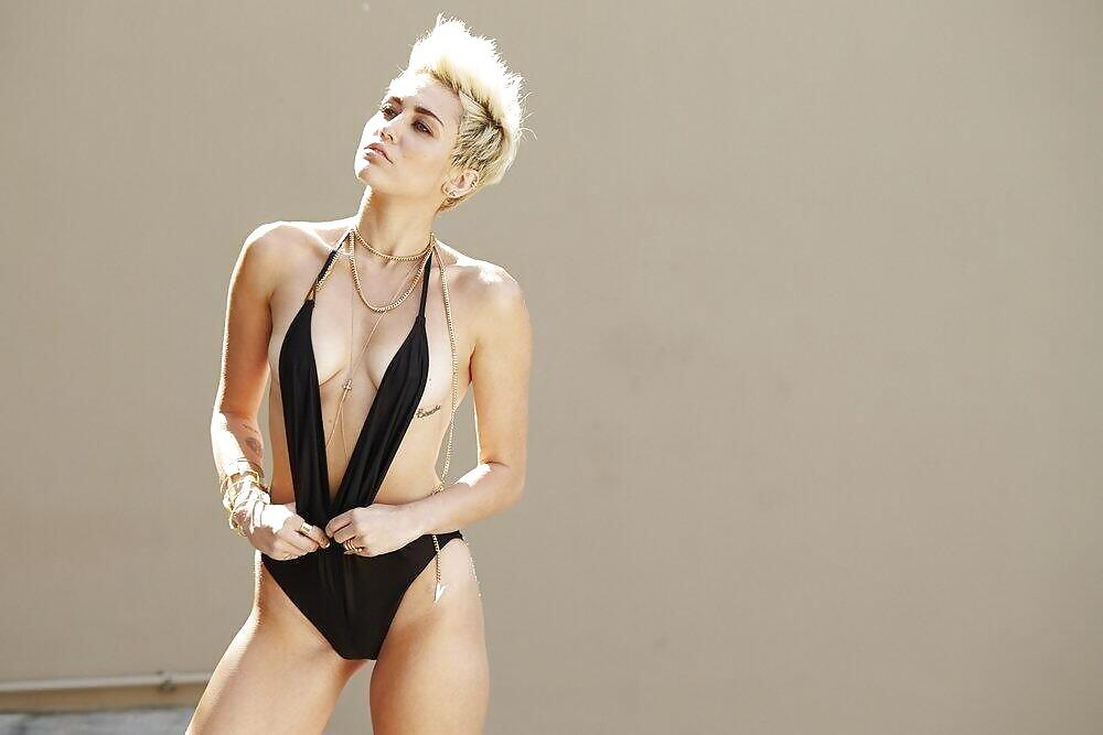 miley-cyrus-nude-leotard