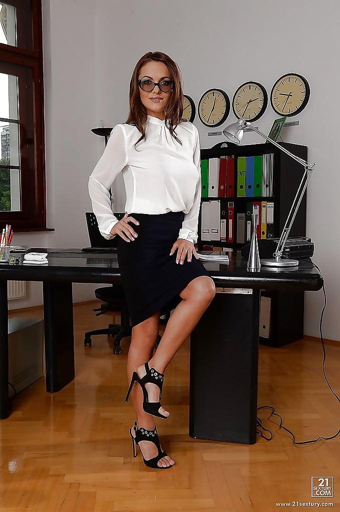 секретарша лесбиянка фото - 6