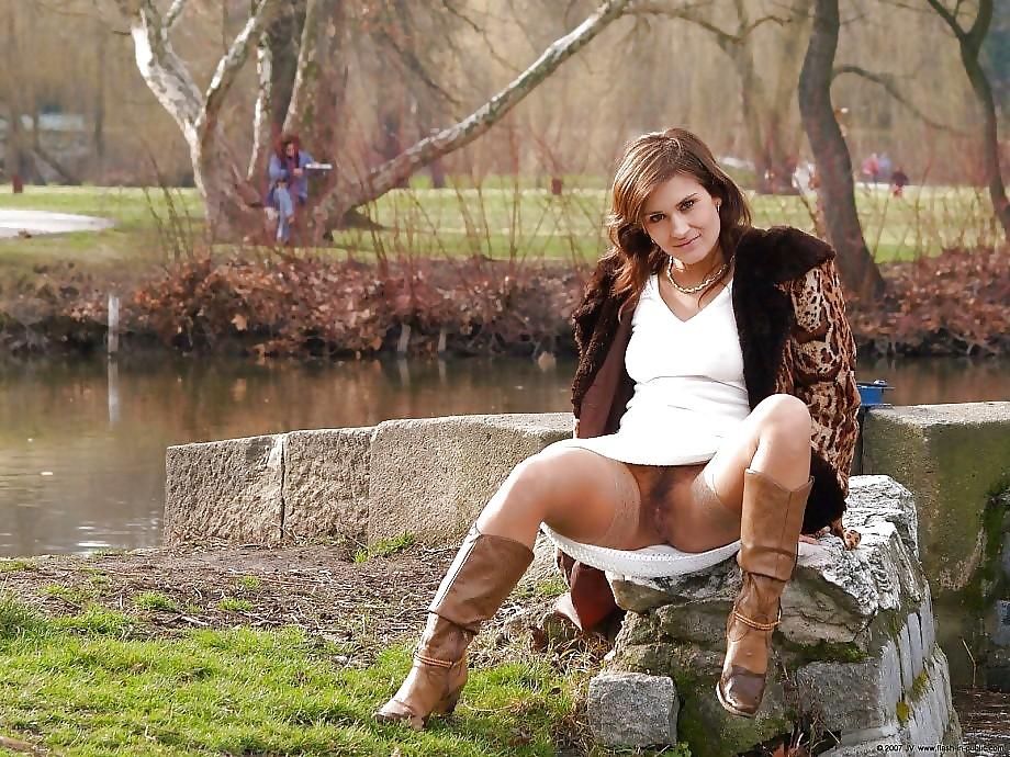 Лучший фистинг девушки в парке под юбками без трусов измена мужа видео