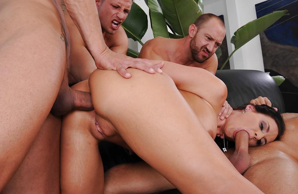 феникс мари с тремя мужиками больше