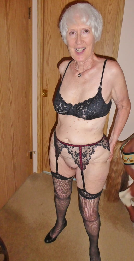 Sue the Cheap White Married Service Whore - 25 Pics