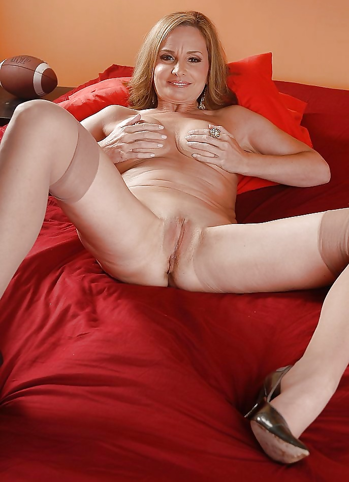 amateur-rebecca-pussy-sexy-girl-naked-and-feet
