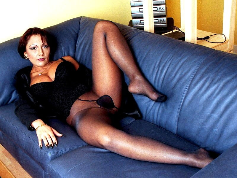 Black milf in pantyhose