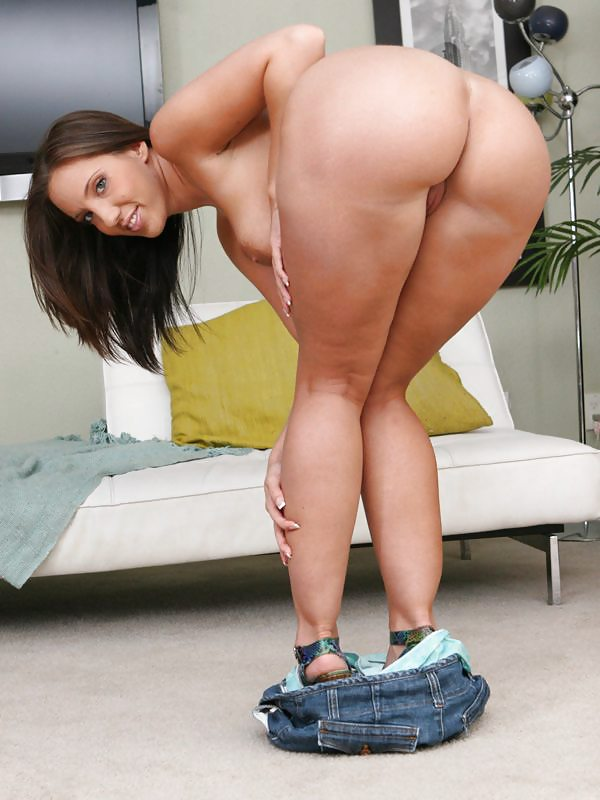 Brazzers spandex clad kelly divine oils up her bigass - 2 part 10