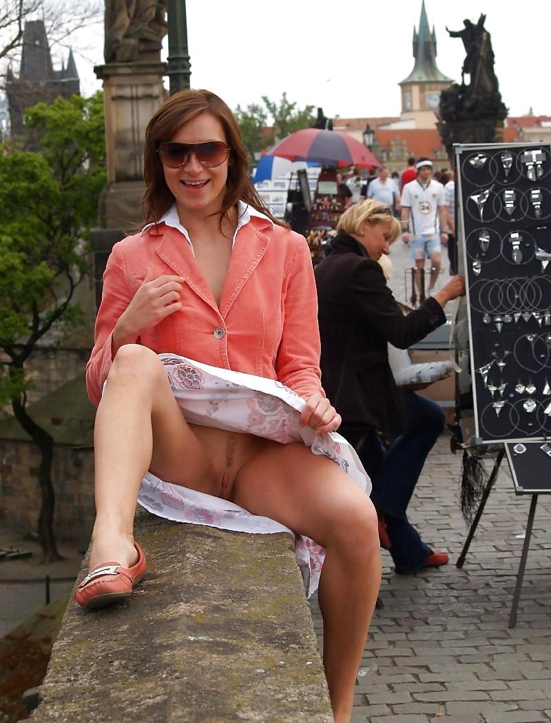 upskirt-pictures-sans-panties